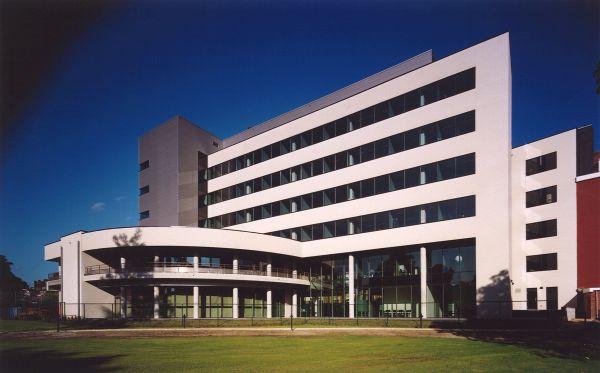 DELOITTE & TOUCHE<br><span style='color:#31495a;font-size:12px;'>Office building </span>