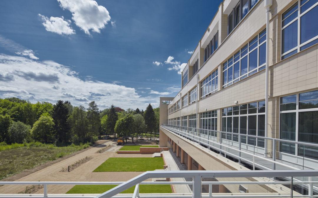 Beschermd sanatorium omgevormd tot modern woonzorgcomplex
