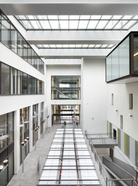 Atrium nieuw kantoorgebouw BNP Parisbas Fortis met auditorium (fase 1), Brussel