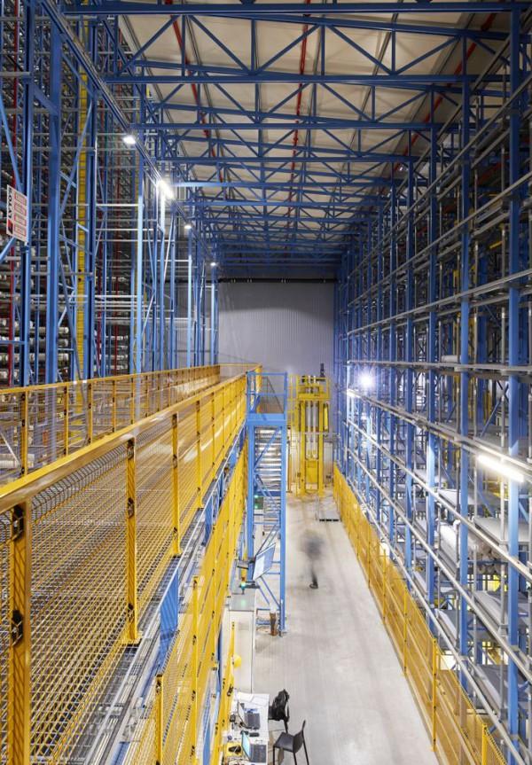 Plafondhoog, robotgestuurd magazijn Bru Textiles, Kontich