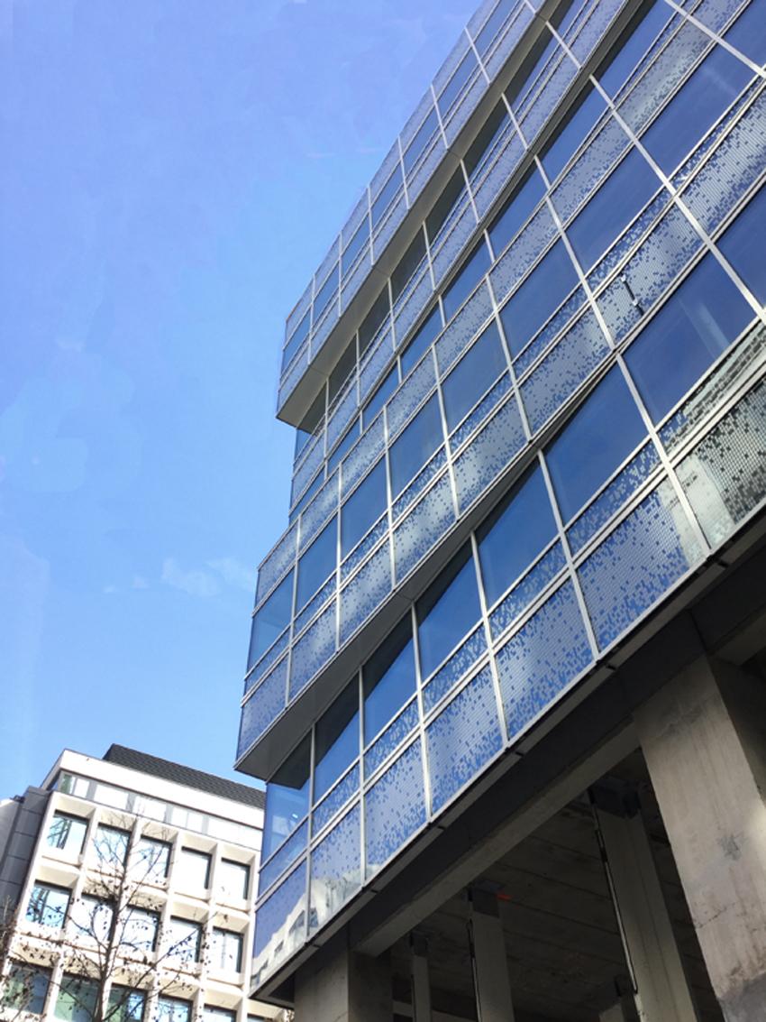 Geplooide gevel voor kantoorgebouw Befimmo, Guimardstraat 9, Brussel